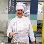 Edna Coelho, estudante de Gastronomia da Estácio pelo Quero Bolsa | Blog Zé Moleza