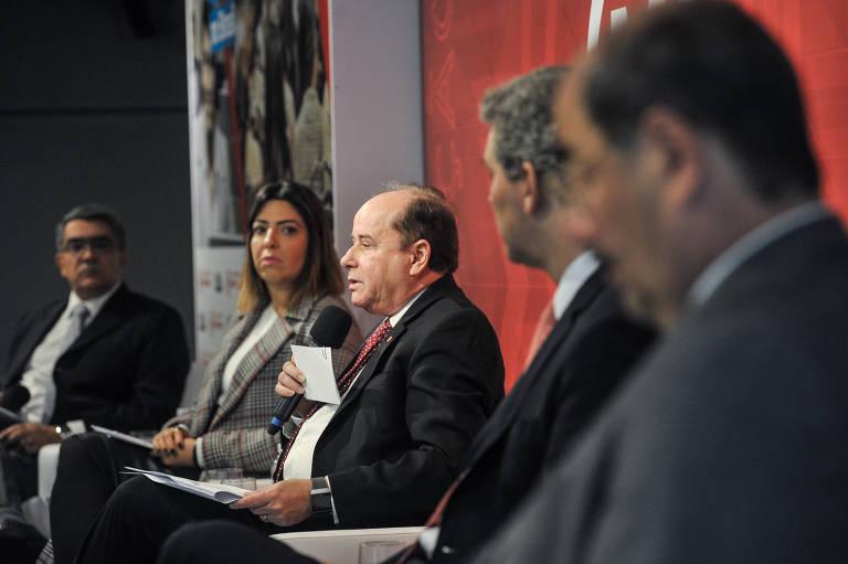 Mesa de debate do seminário Desafios da Pós-Graduação no Brasil.